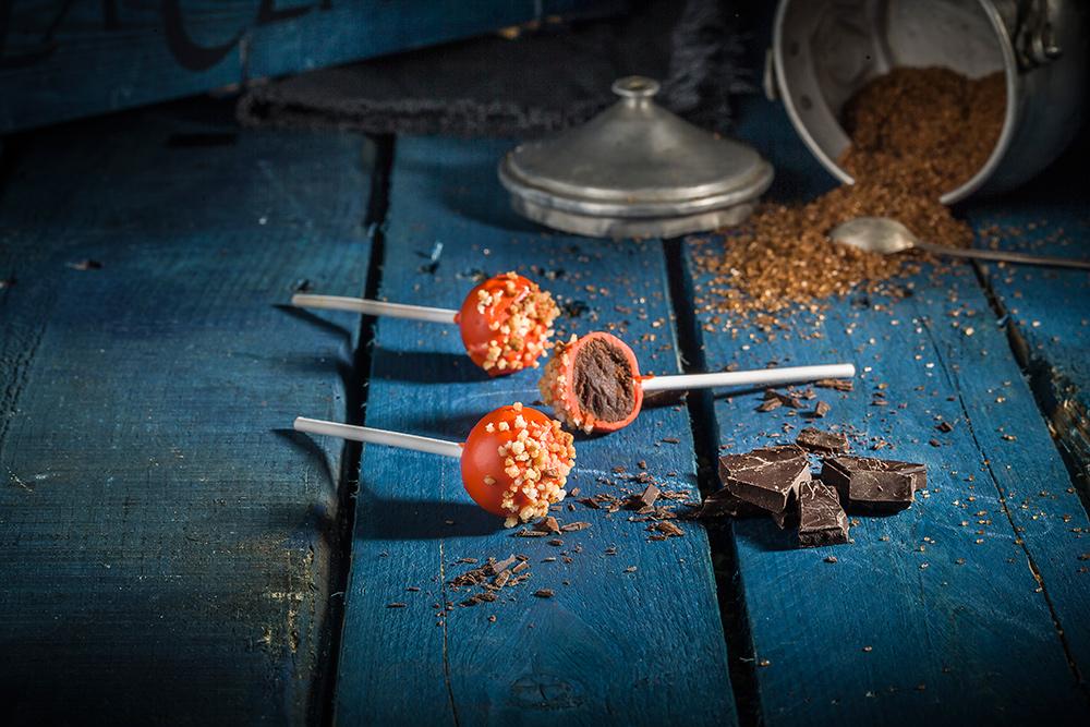 CAKE POPS DE CHOCOLATE CON NARANJA CONFITADA